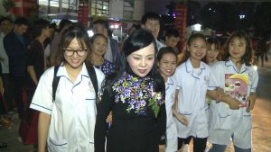 Sinh viên Trường Cao đẳng Công nghệ Y Dược Việt Nam giao lưu với Bộ trưởng Bộ Y tế Nguyễn Thị Kim Tiến