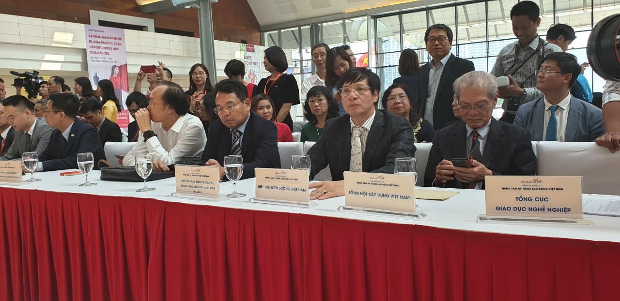 Chương trình còn có sự tham gia của rất nhiều chuyên gia giáo dục và các hiệp hội lớn